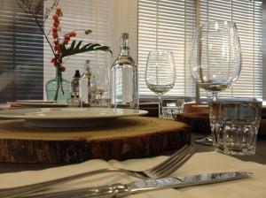 Gedekte tafel in de B2B lounge van de Woonebeurs