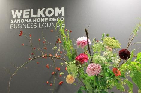 Frisse, vrolijke bloemen in de B2B lounge