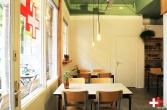 FIRST EET CAFE TAFELS VOORDEUR