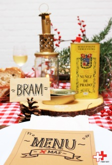 Denk tafel in stijl en maak het geheel af met zelfgeschreven menukaarten en naambordjes!