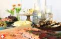 Huisgemarineerde zalm, gekleurd door rode biet, op smaak gebracht met dille, jeneverbessen, aquavit, peper en zout.